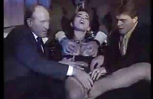 Il regale sa controleuse videos gay con latinos fiscale (a la Duc d'Aumale)