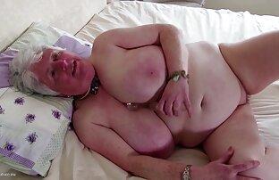 Reina Sakai posa desnuda mientras se toca videos gay con latinos el chocho