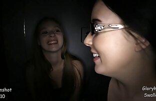 La caliente adolescente sexo gay con latinos Elizabeth está siendo follada por su culo apretado