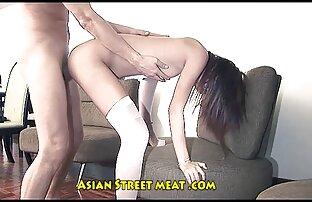 Asiática perra sexo gay entre latinos pervertida se pellizca los pezones mientras se corre