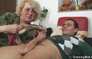 Puta videos xxx latinos gay juguetona con medias negras deja que tíos bonitos disfruten de su bonito cuerpo